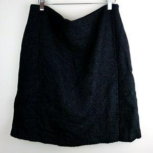 NWT. Charcoal Gray tweed blanket stitch skirt - 12